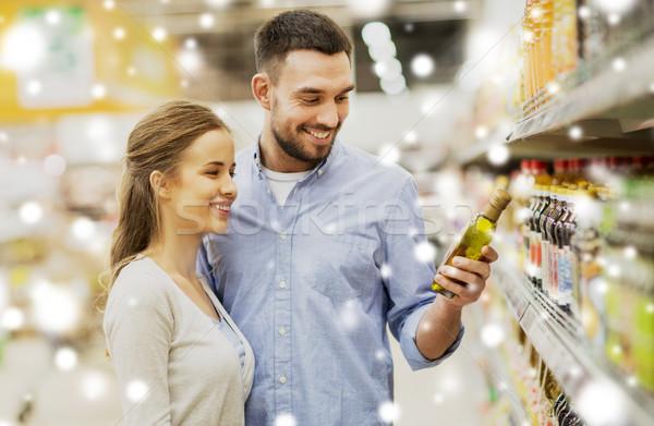 Mutlu çift satın alma zeytinyağı bakkal alışveriş Stok fotoğraf © dolgachov
