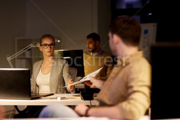 Papieren werken laat kantoor business Stockfoto © dolgachov