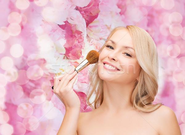 Gyönyörű nő csukott szemmel sminkecset kozmetika egészség szépség Stock fotó © dolgachov