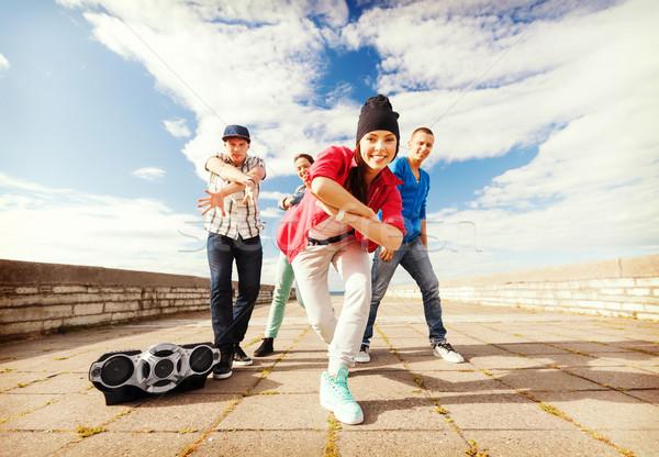 Gruppo adolescenti dancing sport urbana cultura Foto d'archivio © dolgachov