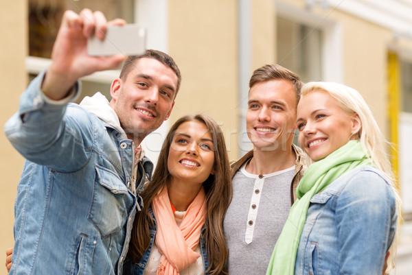 группа улыбаясь друзей улице путешествия Сток-фото © dolgachov