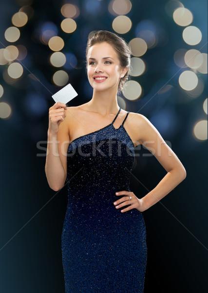 Mosolygó nő estélyi ruha tart hitelkártya vásárlás vagyon Stock fotó © dolgachov