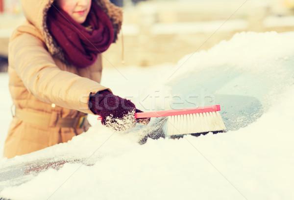Stockfoto: Vrouw · schoonmaken · sneeuw · auto · Maakt · een · reservekopie · venster