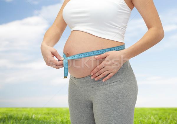 Közelkép terhes nő mér pocak terhesség anyaság Stock fotó © dolgachov