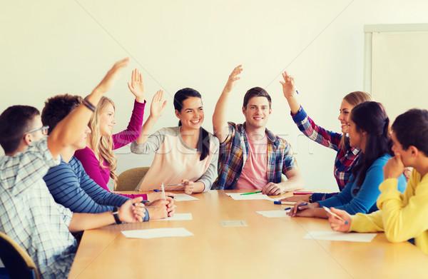 Grupy uśmiechnięty studentów głosowanie edukacji zespołowej Zdjęcia stock © dolgachov