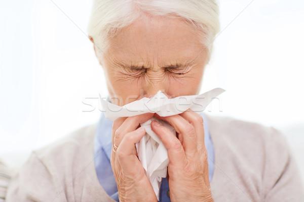 Chorych starszy kobieta dmuchanie nosa papieru serwetka Zdjęcia stock © dolgachov