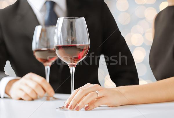 Kezek pár gyémántgyűrű borospoharak emberek ünnepek Stock fotó © dolgachov