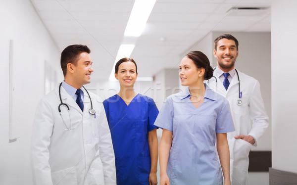 Gelukkig groep artsen ziekenhuis kliniek beroep Stockfoto © dolgachov