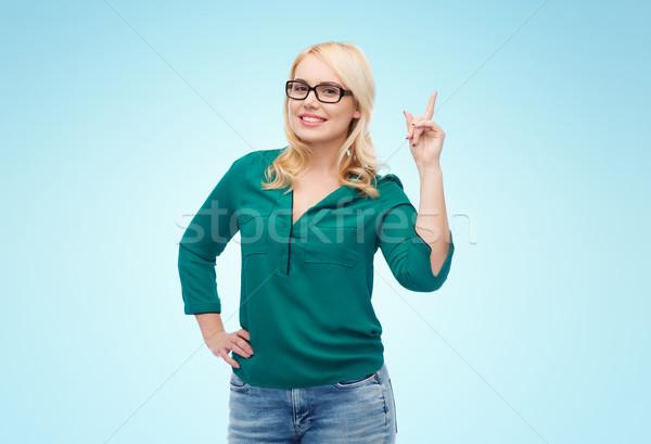 Mulher jovem óculos indicação dedo para cima visão Foto stock © dolgachov