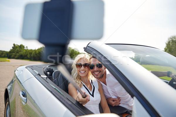 Gelukkig paar auto smartphone weg Stockfoto © dolgachov