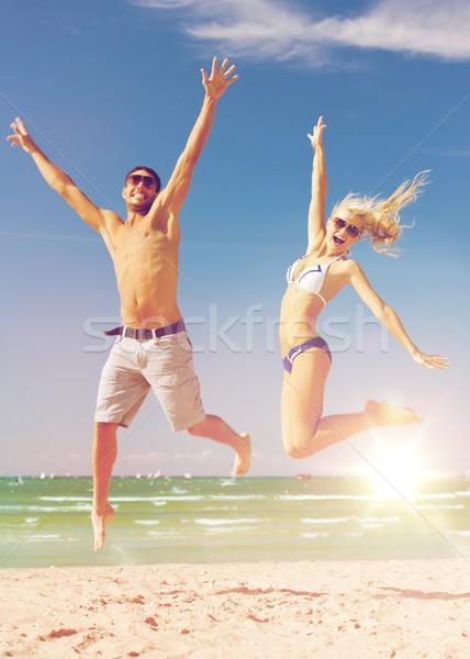 Stock fotó: Pár · ugrik · tengerpart · kép · boldog · szeretet