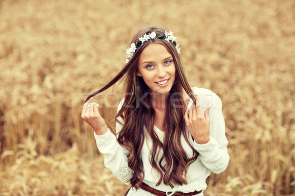 Sorridente jovem hippie mulher cereal campo Foto stock © dolgachov