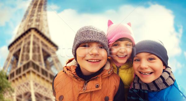 Csoport boldog gyerekek ölel Eiffel-torony gyermekkor Stock fotó © dolgachov