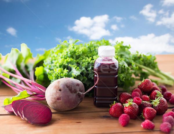 Garrafa raiz de beterraba suco frutas legumes alimentação saudável Foto stock © dolgachov