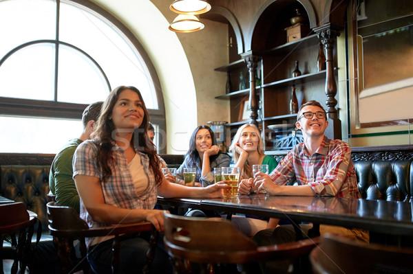 Amici birra guardare calcio bar pub Foto d'archivio © dolgachov