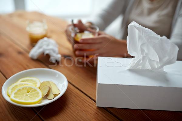 Ziek vrouw drinken thee citroen gember Stockfoto © dolgachov