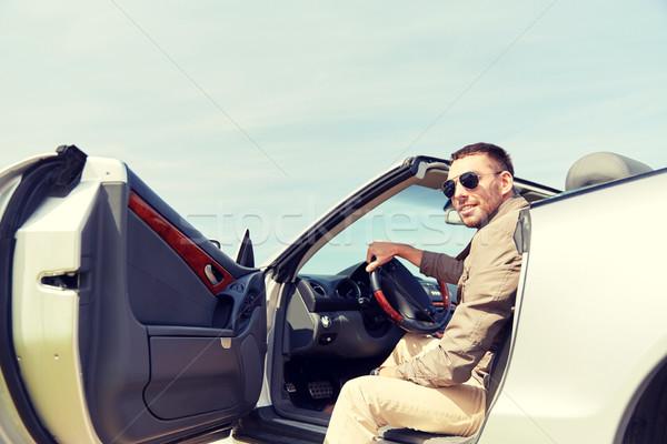 Feliz homem abertura porta cabriolé carro Foto stock © dolgachov