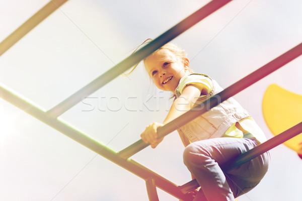 Feliz little girl escalada crianças recreio verão Foto stock © dolgachov