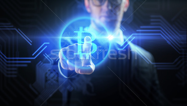 Zakenman bitcoin hologram financieren business Stockfoto © dolgachov