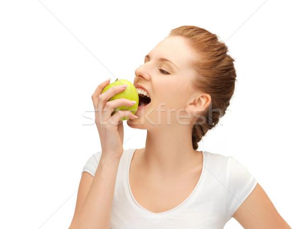 Tinilány harap zöld alma kép gyönyörű Stock fotó © dolgachov