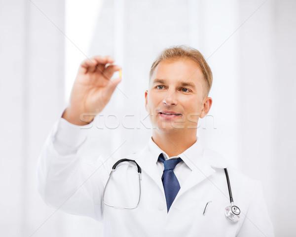 Médico comprimido hospital saúde médico Foto stock © dolgachov