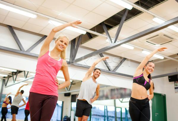 Stockfoto: Groep · glimlachend · mensen · gymnasium · fitness