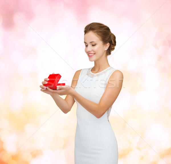 Mosolygó nő tart piros ajándék doboz ünnepek ajándékok Stock fotó © dolgachov