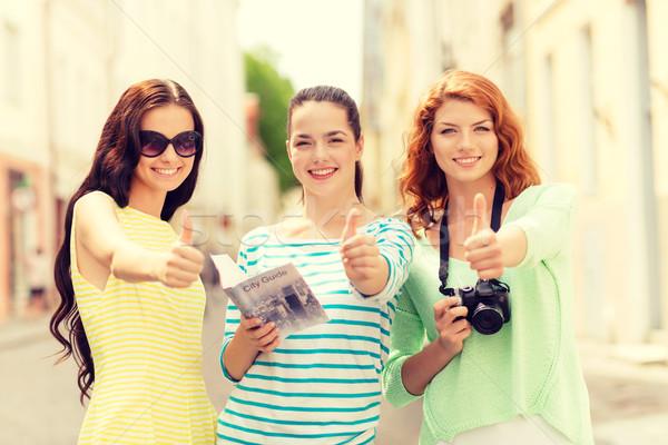 Mosolyog tinilányok város útmutató kamera turizmus Stock fotó © dolgachov