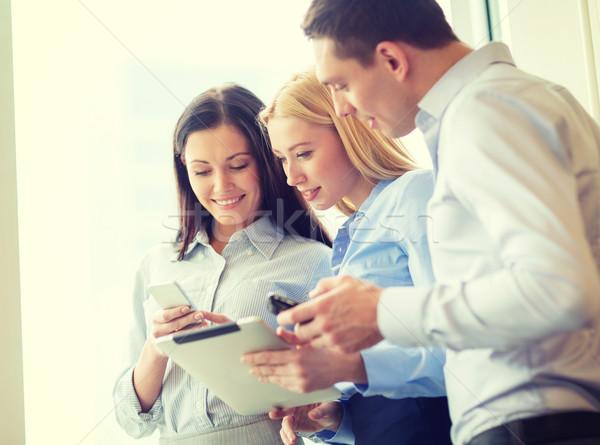 Zespół firmy pracy tabletka biuro działalności uśmiechnięty Zdjęcia stock © dolgachov