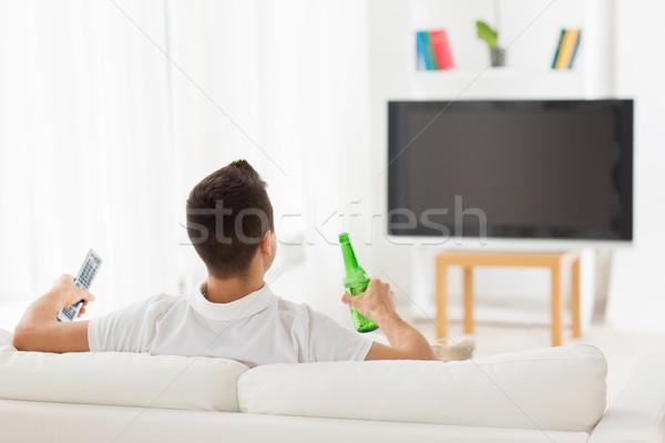 Adam izlerken tv içme bira ev Stok fotoğraf © dolgachov