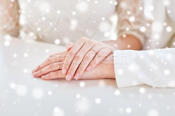 Közelkép leszbikus pár kezek gyűrűk emberek Stock fotó © dolgachov