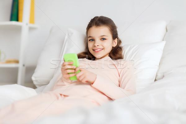 Mutlu kız yatak ev insanlar çocuklar Stok fotoğraf © dolgachov