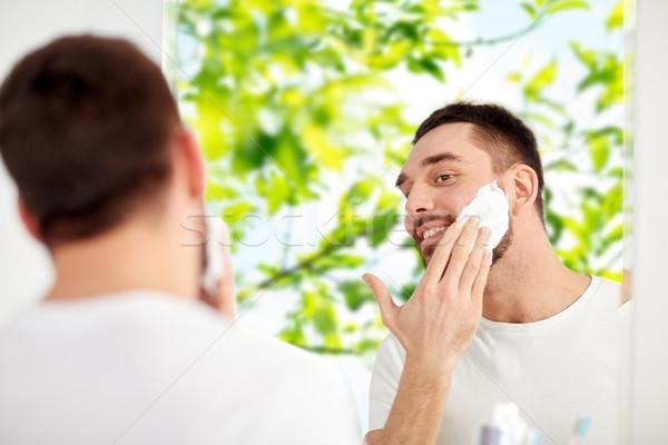 Gelukkig man schuim badkamer spiegel Stockfoto © dolgachov