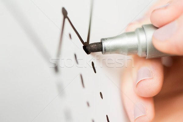手 図面 グラフ ホワイトボード ビジネスの方々 ストックフォト © dolgachov