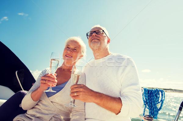 Casal de idosos óculos velejar barco iate navegação Foto stock © dolgachov