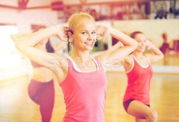 группа улыбаясь люди спортзал фитнес Сток-фото © dolgachov