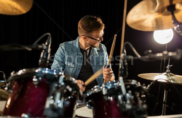 Foto stock: Masculino · músico · jogar · bateria · concerto · música