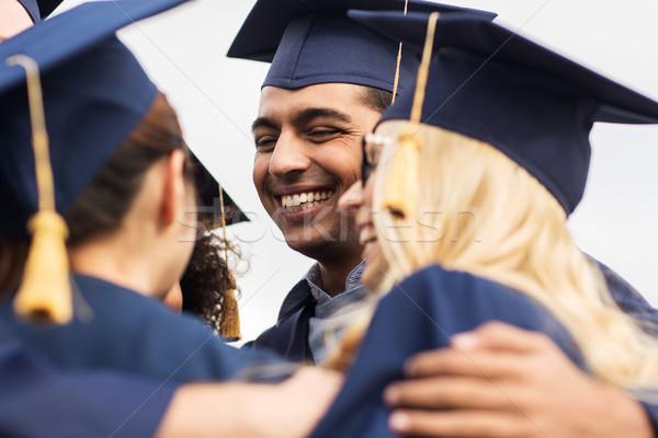 Foto stock: Feliz · estudantes · solteiros · educação · graduação · pessoas