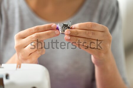 Krawiec kobieta maszyny do szycia ludzi robótki Zdjęcia stock © dolgachov