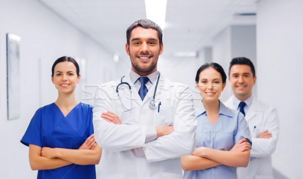 Boldog csoport orvosok kórház klinika hivatás Stock fotó © dolgachov