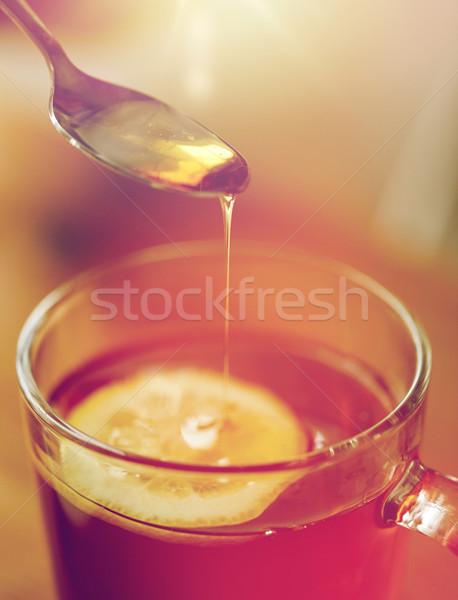 Kadın bal çay limon sağlıklı gıda Stok fotoğraf © dolgachov