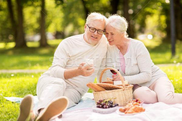 смартфон пикника парка старость праздников Сток-фото © dolgachov