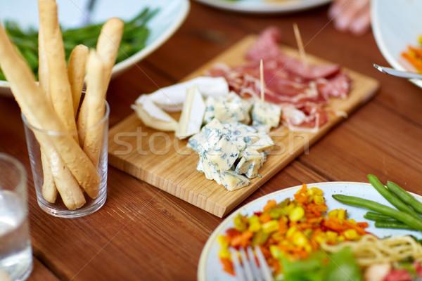 ブルーチーズ 表 食品 食べ ハム 木製のテーブル ストックフォト © dolgachov