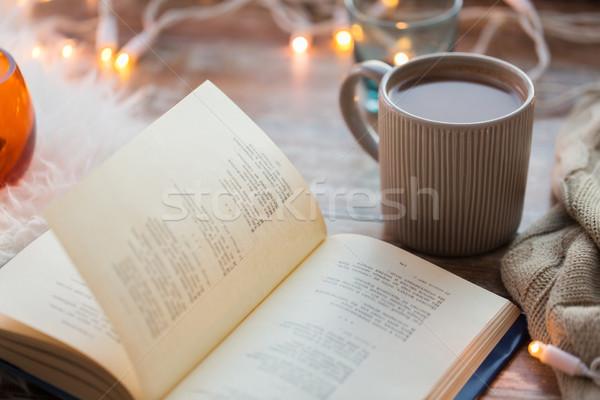 Libro taza café chocolate caliente mesa Foto stock © dolgachov
