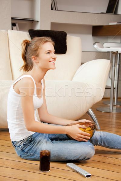 Sorridente controle remoto quadro mulher comida Foto stock © dolgachov