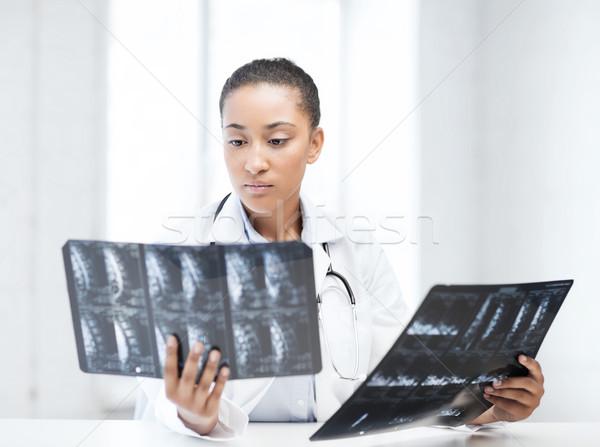 African medico guardando sanitaria medici radiologia Foto d'archivio © dolgachov