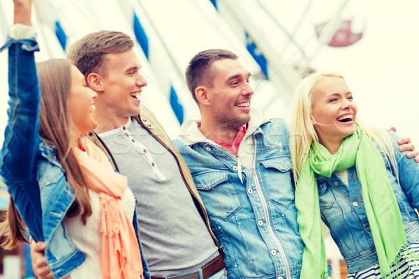 ストックフォト: グループ · 笑みを浮かべて · 友達 · 遊園地 · レジャー · 友情