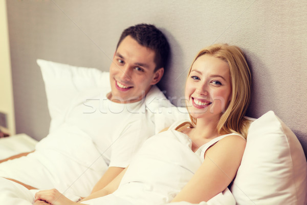 Boldog pár alszik ágy hotel utazás Stock fotó © dolgachov