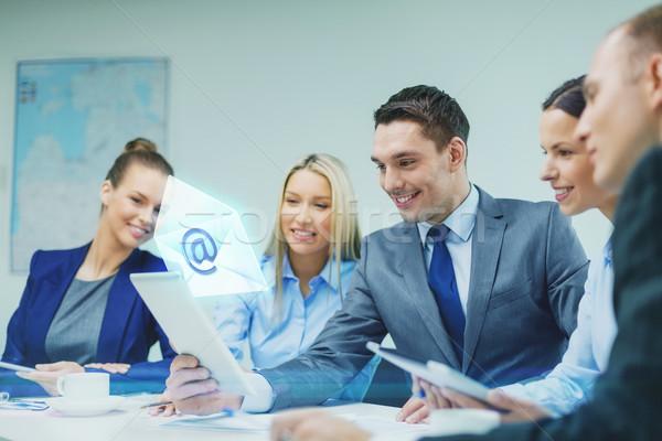 Equipo de negocios debate negocios tecnología comunicación Foto stock © dolgachov
