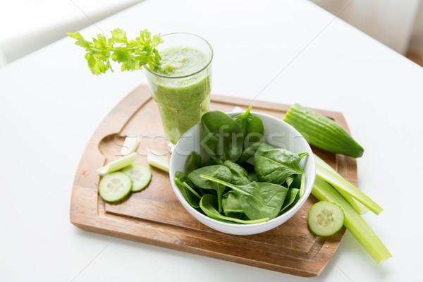 Fresche verde succo vetro sedano Foto d'archivio © dolgachov